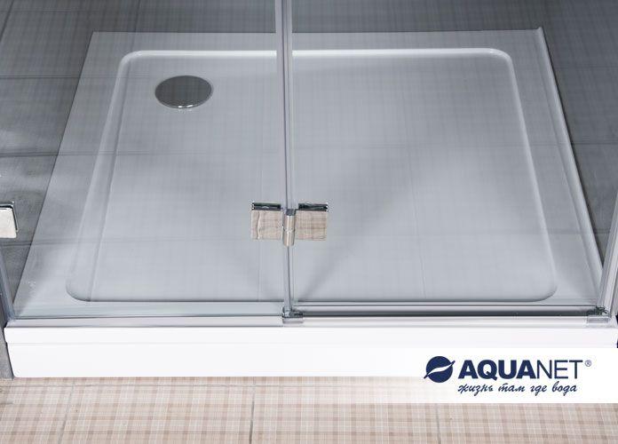 Душевые двери Aquanet Beta100, установленные на поддон для душа